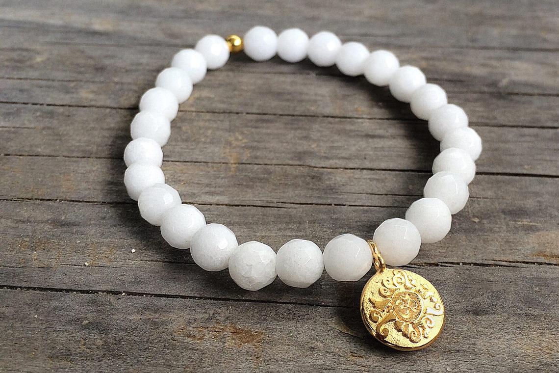 Mala für die Hand weiße Jade mit vergoldeter Silbermünze