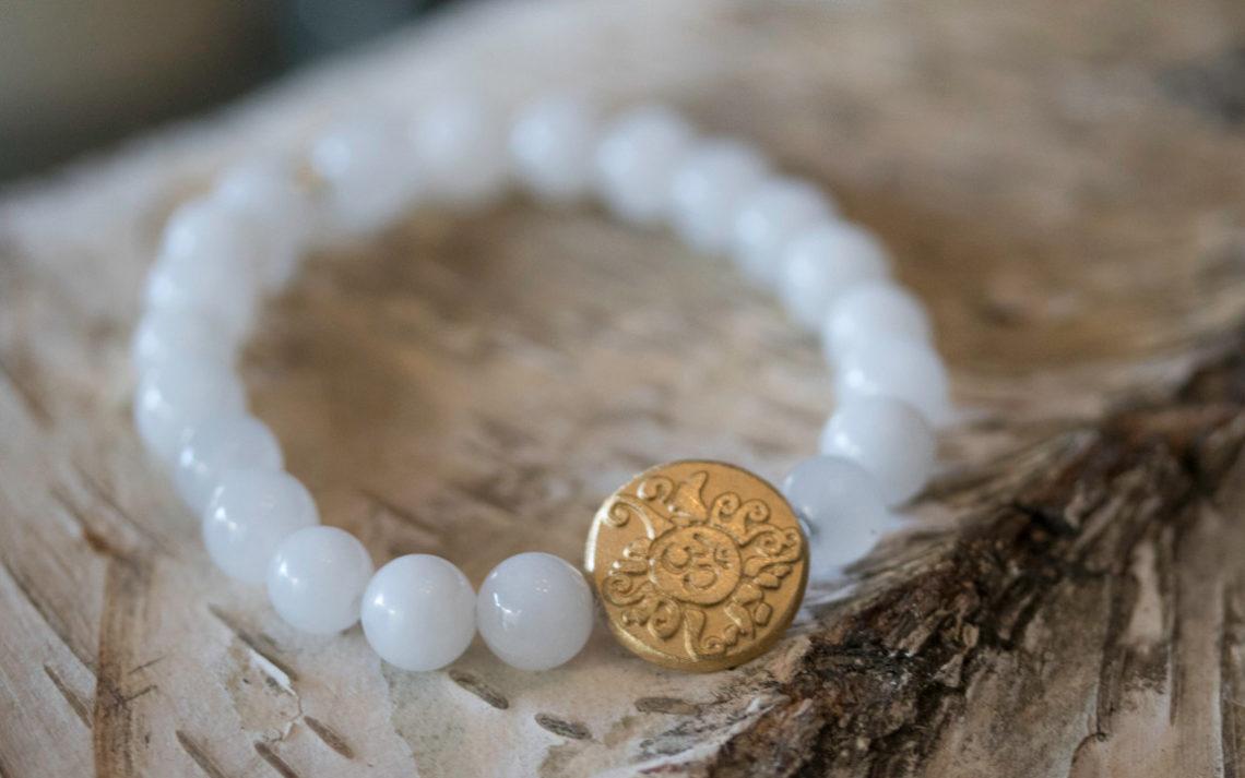 Handala weiße Jade 8 mm mit vergoldeter Silbermünze