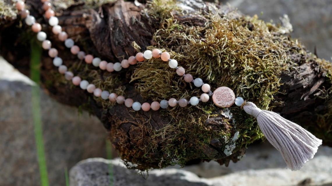 Mondstein multicolor Mala Yogakette