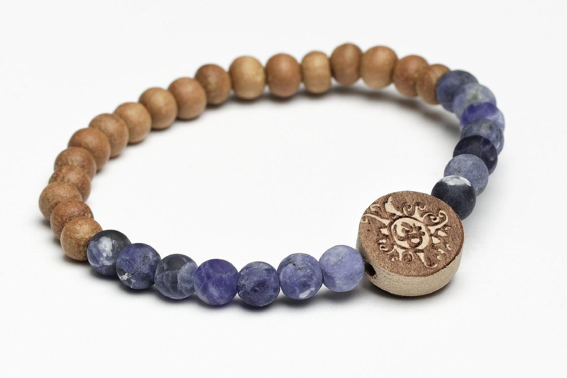 Mala fürs Handgelenk Sodalith und Sandelholz mit Holz-Mala-Münze