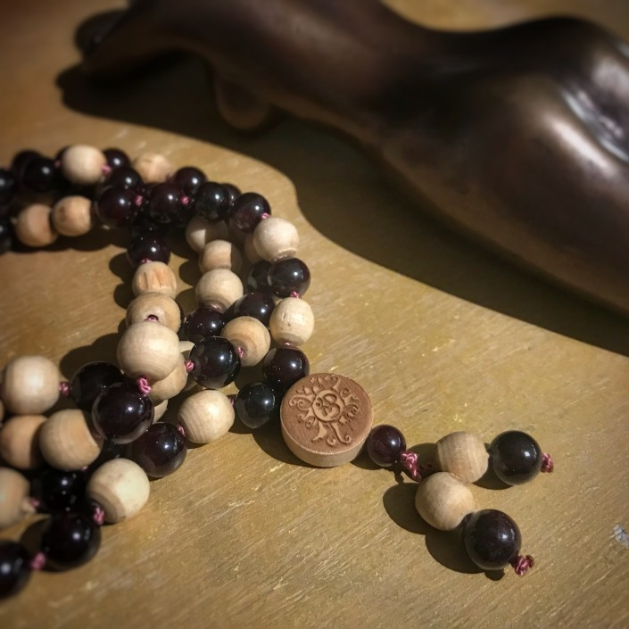 Mala-Granat-Tulsi mit Malamünze aus Holz
