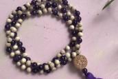 Mala Amethyst-Perlen mit Tulsi-Holz und Quaste