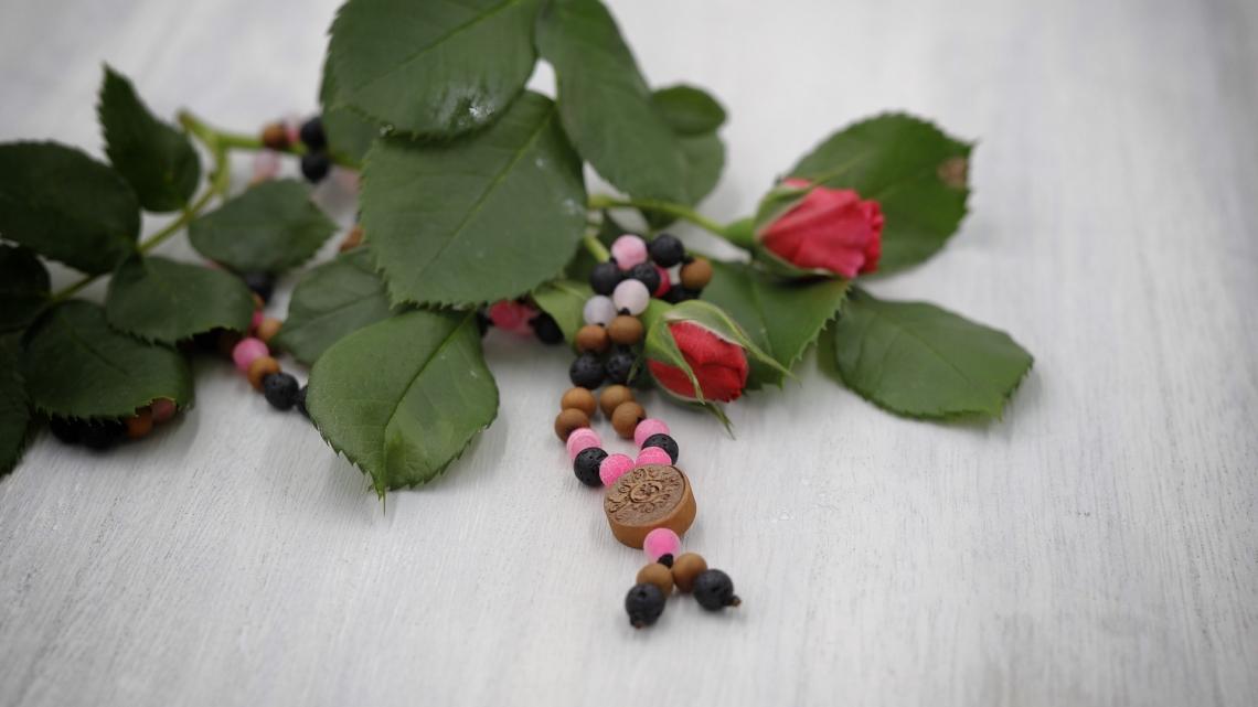 13#108 Achat pink gefäbt, matt und Lava mit Sandelholz 6mm
