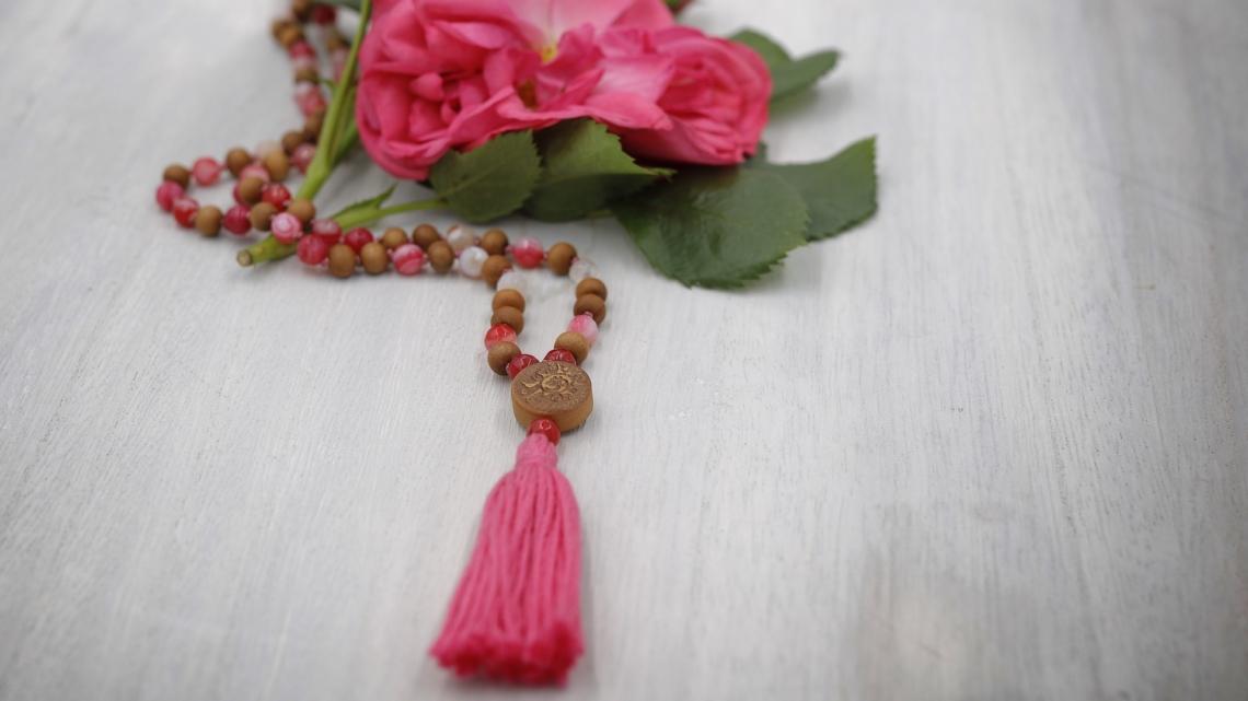 20#108 Achat pink und Sandelholz 6mm