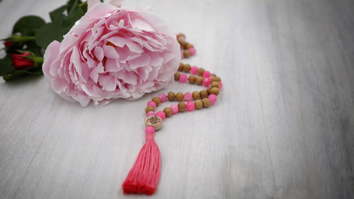 3#108 Mala aus pinkem Achat und Sandelholz 8mm