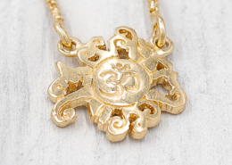 Schmuck Collection Malasonne und OM Anhänger Halskette vergoldet