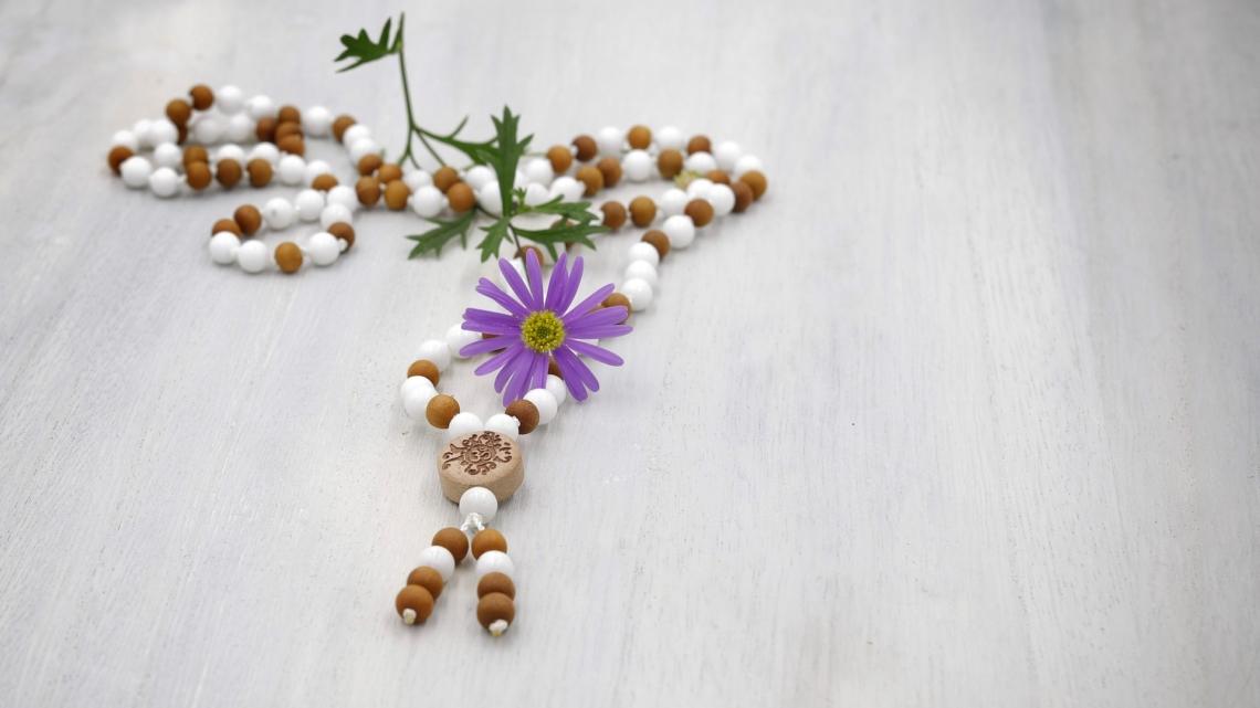 31#108 Mala aus weißer Jade mit Sandelholz 6m
